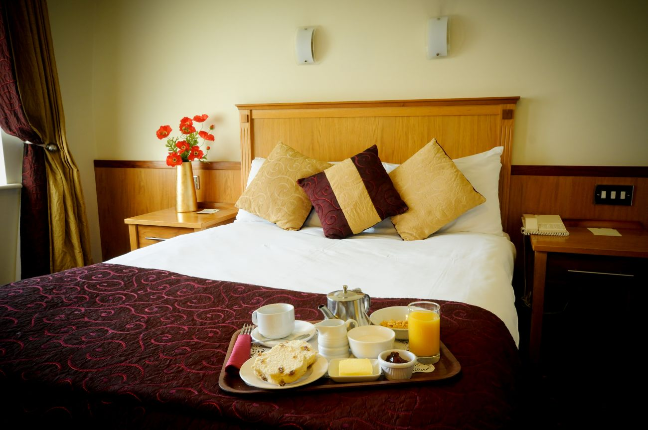 Bedroom-with-Breakfast-Tray